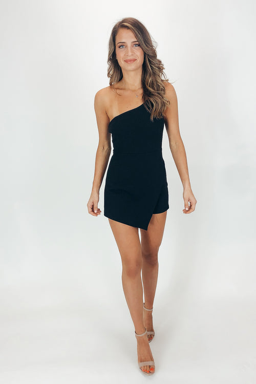 BLACK ONE SHOULDER LAYER ROMPER