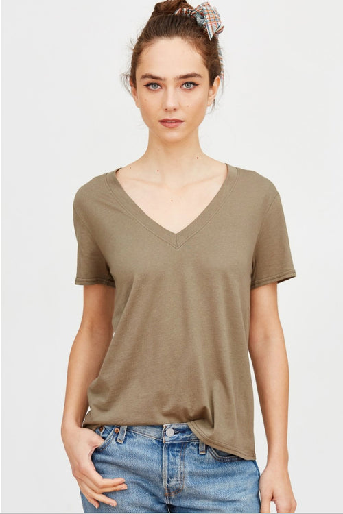 ESSENTIAL V-NECK TEE IN OLIVE