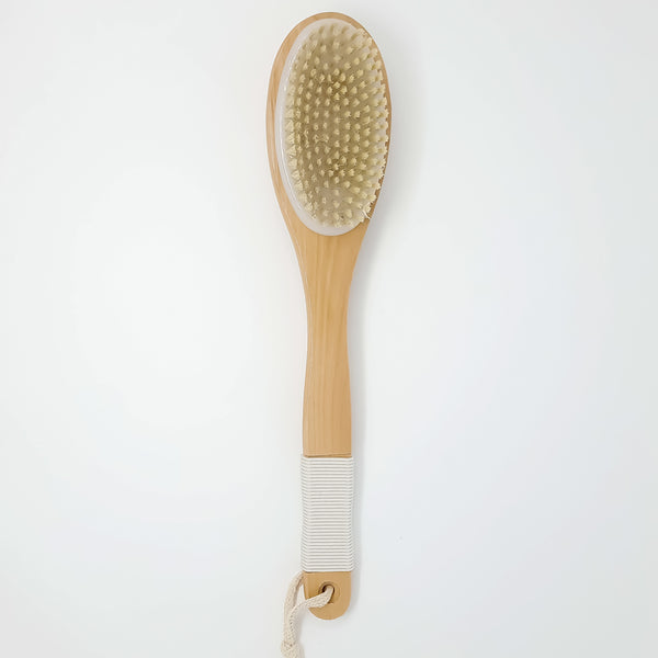 MASSAGE BRUSH WITH NATURAL FIBRES AND WOODEN HANDLE