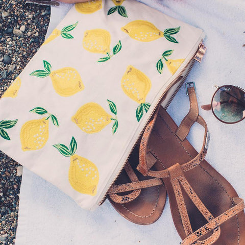 Soft canvas travel pouch with embroidered Lemon pattern in blanc or white colour with sandals