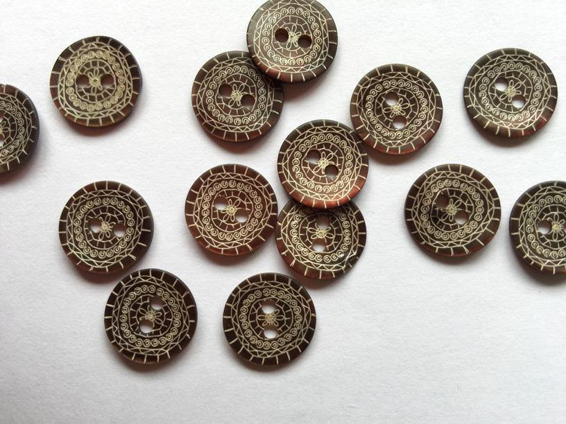 "Matt Mahogany-Brown with Ethnic Pattern 14mm (9/16"") Shell Buttons"