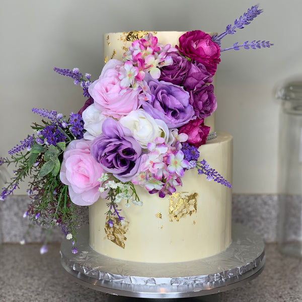 How to use flowers on cakes with Ashley Patrick | The Ultimate Sugar Show