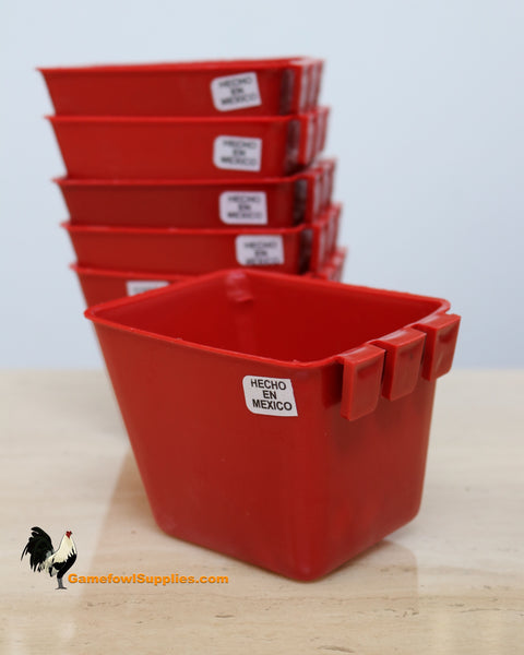 Square Gamefowl Feed and Water Cups 18oz (Half Dozen) - Comedores y Bebedoros Cuadrados De Gallos 18oz (Media Dozena)