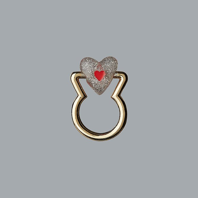 TRANSPARENT MOVABLE HEART RING
