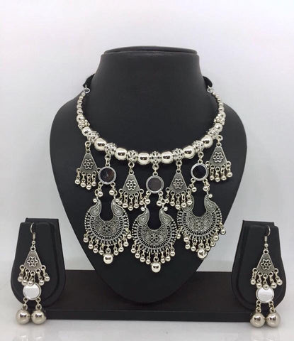 Neck pieces with earrings