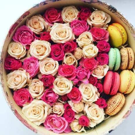 Lots of Love Macaron Box