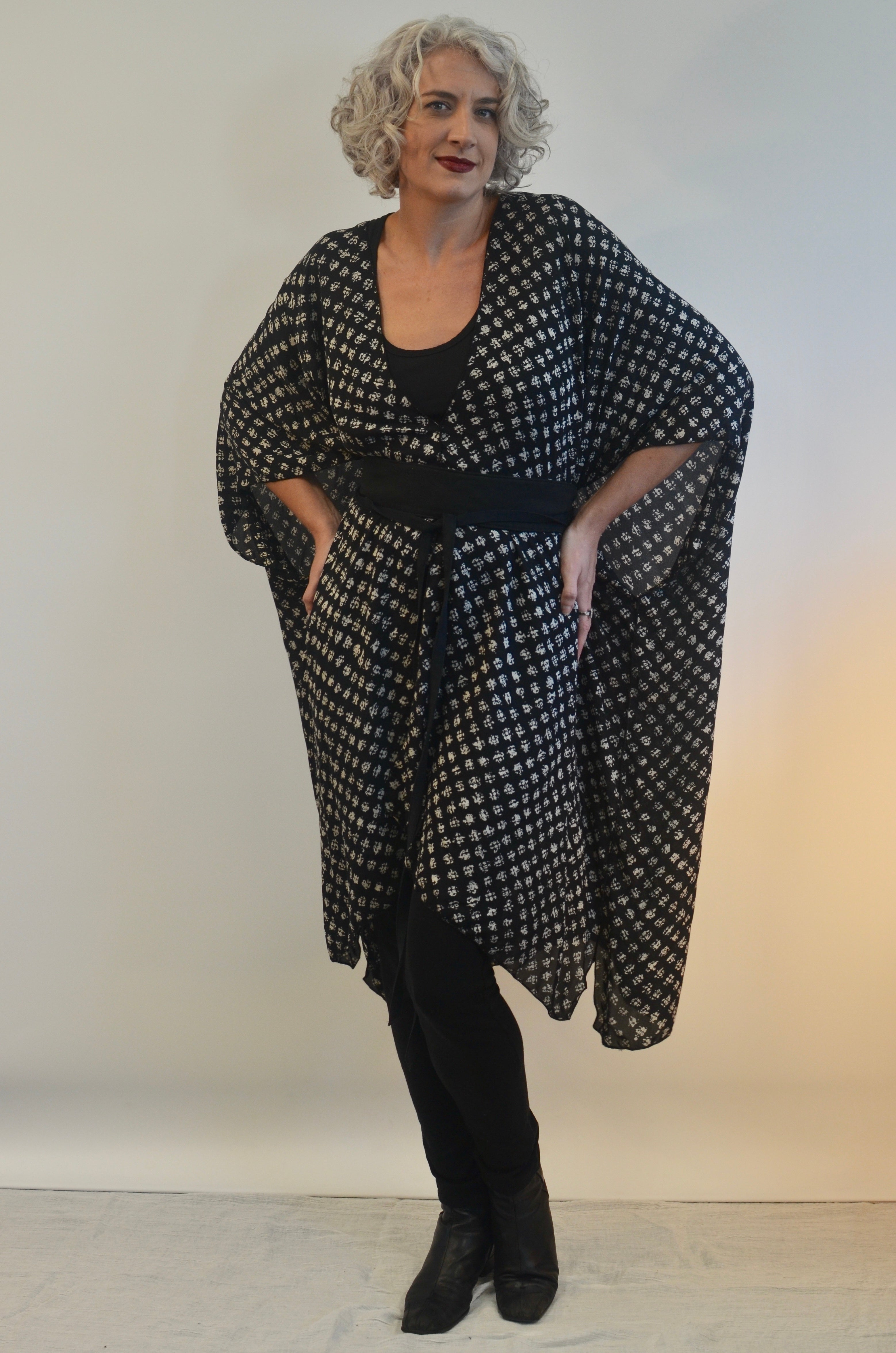 Long Top in Black and White Rayon
