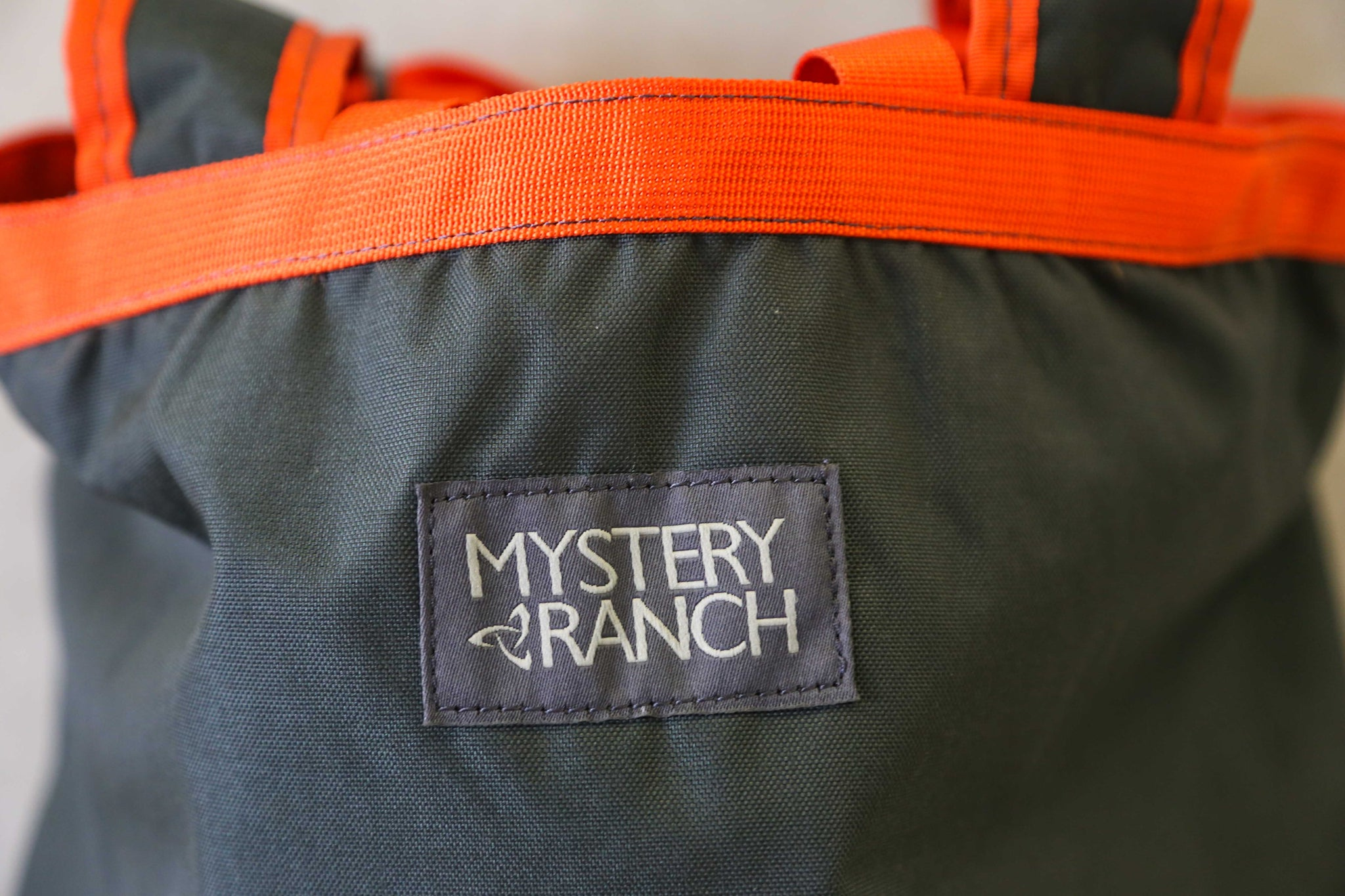 Mystery Ranch Booty Bag MD in Charcoal