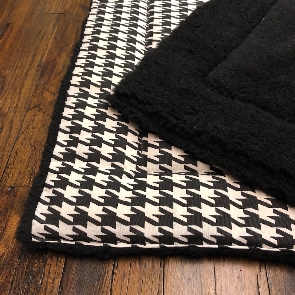 Crate Travel Mat for dogs- black and white houndstooth