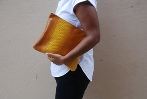 KELLEY CLUTCH EXOTICS / HONEYCOMB OMBRE
