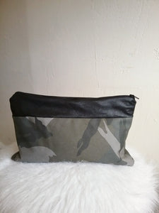 CAMO / LEATHER DEMI CLUTCH
