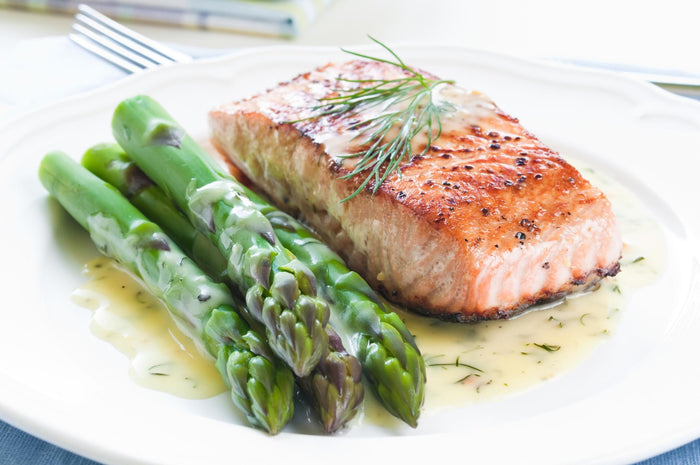 Grilled Salmon with Asparagus and Butter Sauce