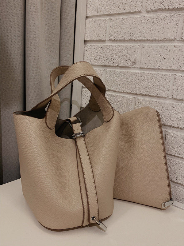 Causal Bucket Bag in White Beige Color