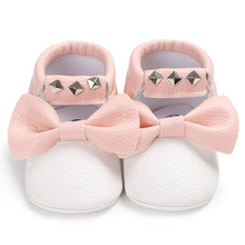 Load image into Gallery viewer, Baby bow sneakers - 2 COLOURS (0-18M)