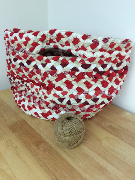Small braided basket in red and white