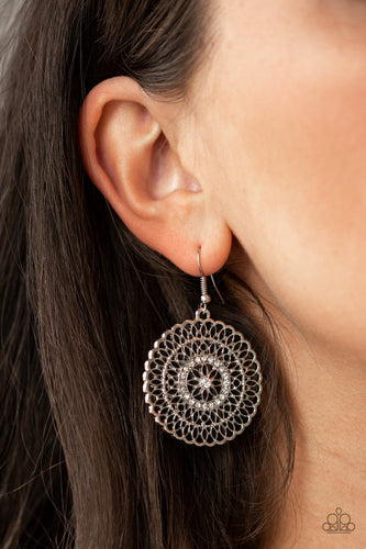 Pinwheel and Deal-black-Paparazzi earrings
