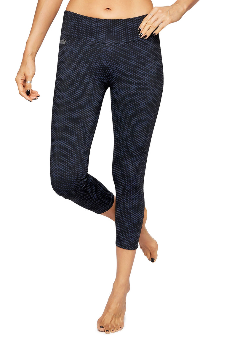Brasilfit Australia Activewear High compression sports tights Jewel - beautiful dark navy and black geometrical chic pattern front view close up