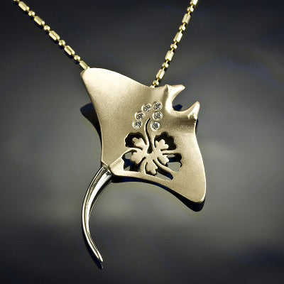 Manta Ray Pendant - Diamond Gold Hibiscus