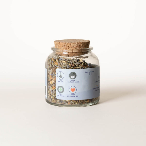 List of ingredients for Yinova's herbal tea blend for relaxation on a clear brown bottle.