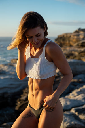 5 tip for achieving a flat stomach with Sophie Tilley