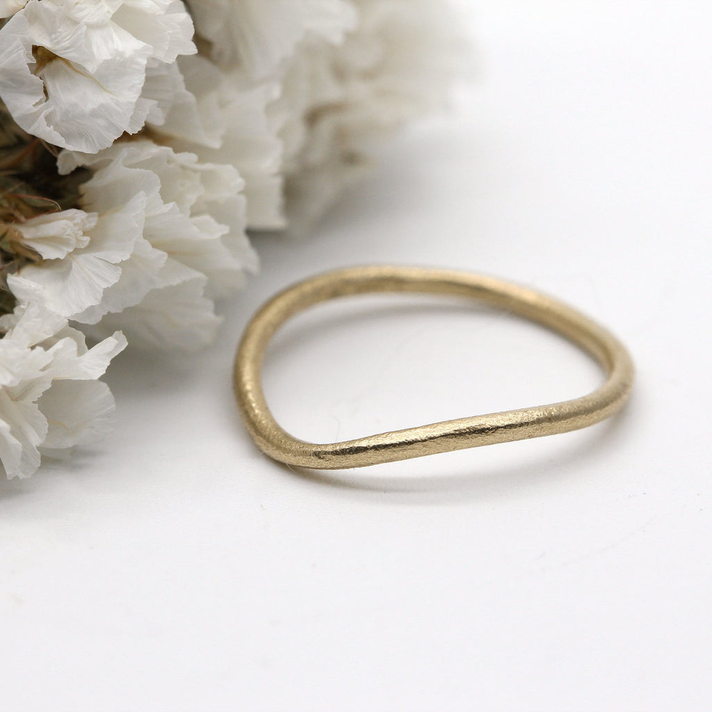 Curved wedding ring 9ct yellow gold 1.5mm wide