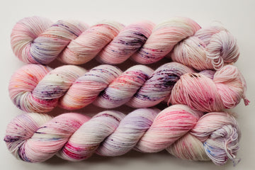 marshmallow - sock blend - 4ply fingering hand dyed yarn - 100g