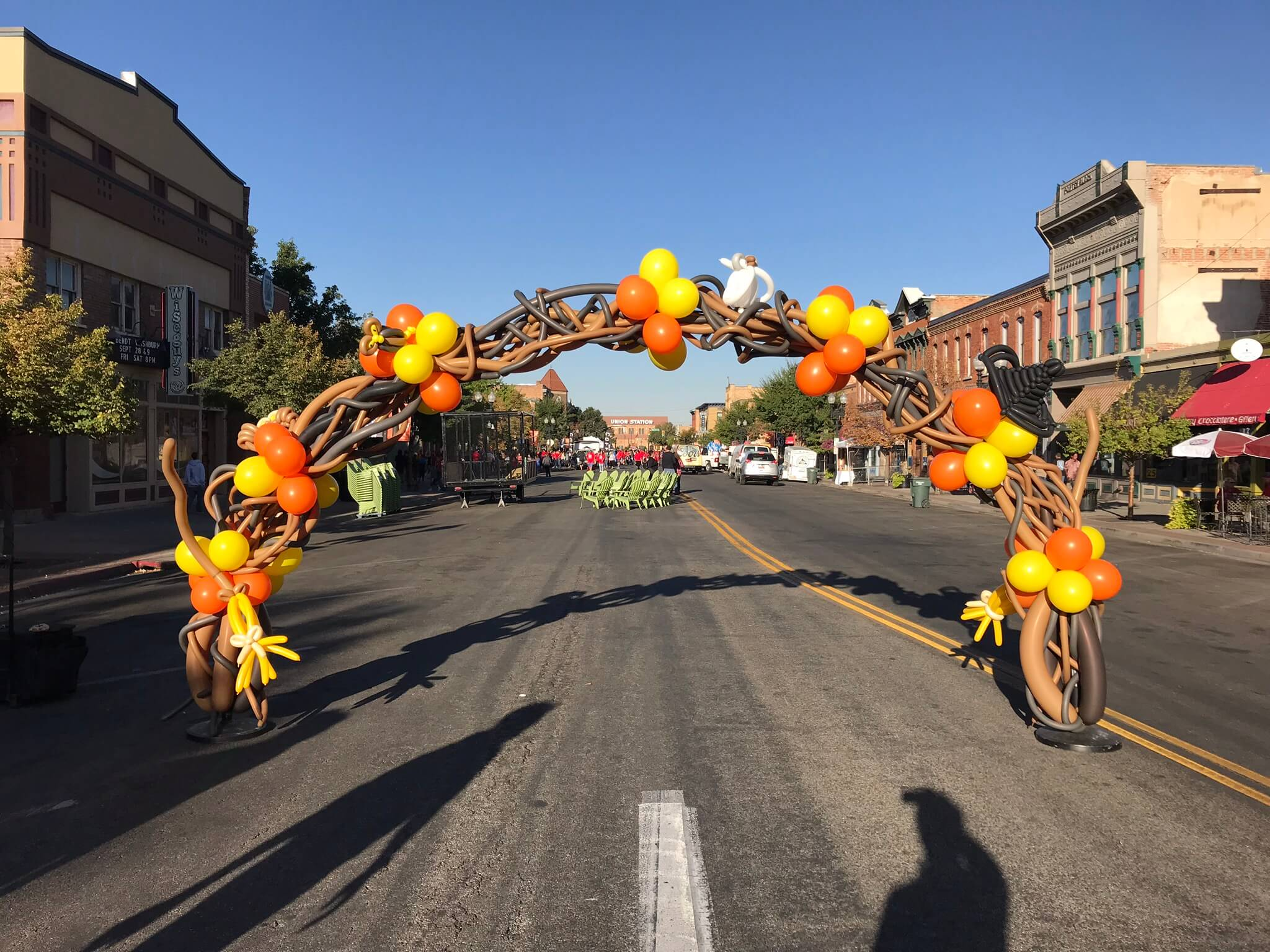 Utah halloween balloon arch