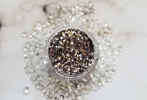 indie makeup, shade beauty, cruelty free, vegan, festival makeup, chunky glitter, holographic glitter, square glitter, hexagon glitter, gold glitter, gold chunky glitter, christmas makeup, silver glitter, grey glitter, gray glitter, t2, t2 chunky glitter, nail glitter, face glitter, face painting