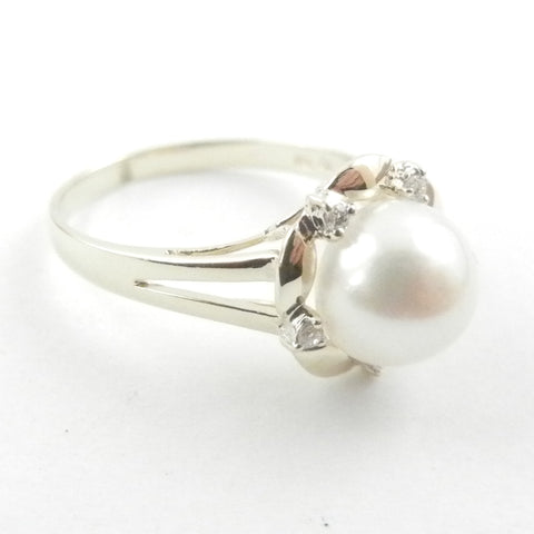14kt Pearl and Diamond Ring