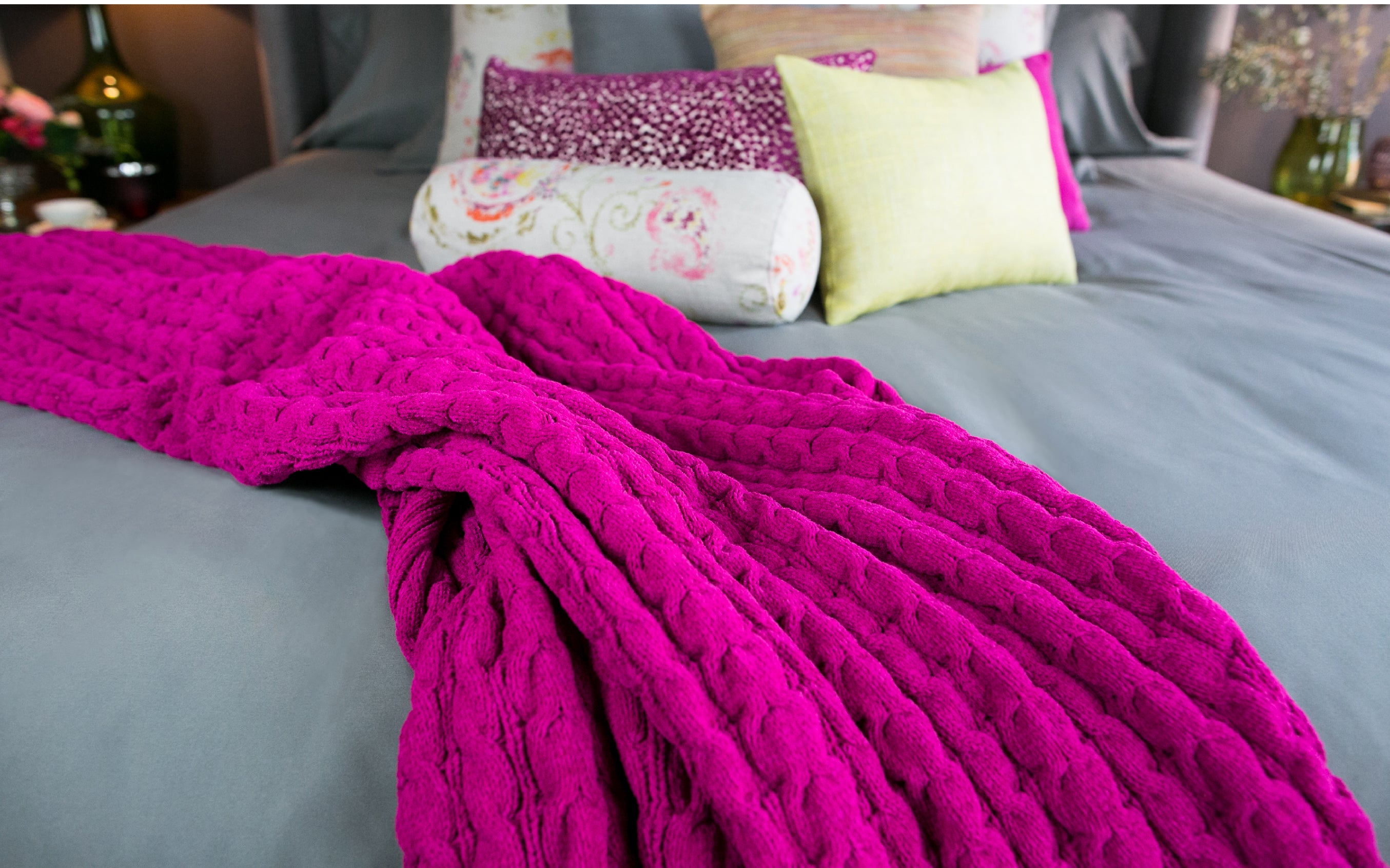 Raspberry Bubble Knit Cable Throw
