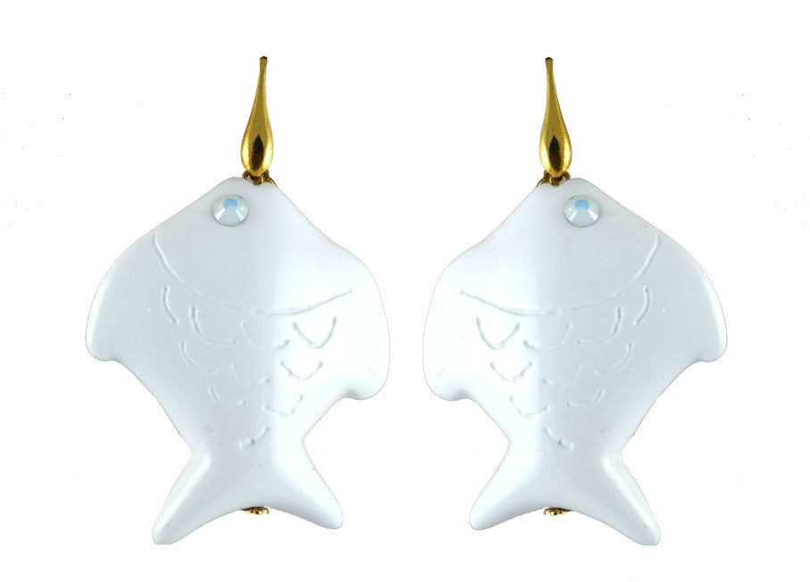 White resin fishes