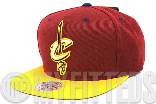 Cleveland Cavaliers NBA Russet Sunset Argent Gold Reflective Mitchell and Ness Snapback