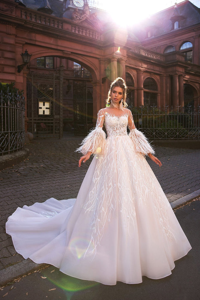 https://www.gloriaara.co/collections/2019-spirit-of-love-by-elly-bride/products/abigail-1