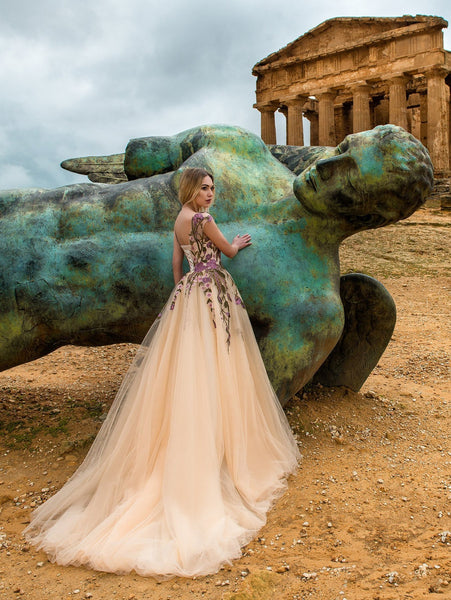 https://www.gloriaara.co/collections/2018-sicilian-view-by-ariabride