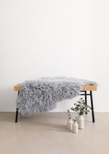 Load image into Gallery viewer, Linn - Long Haired Sheepskin