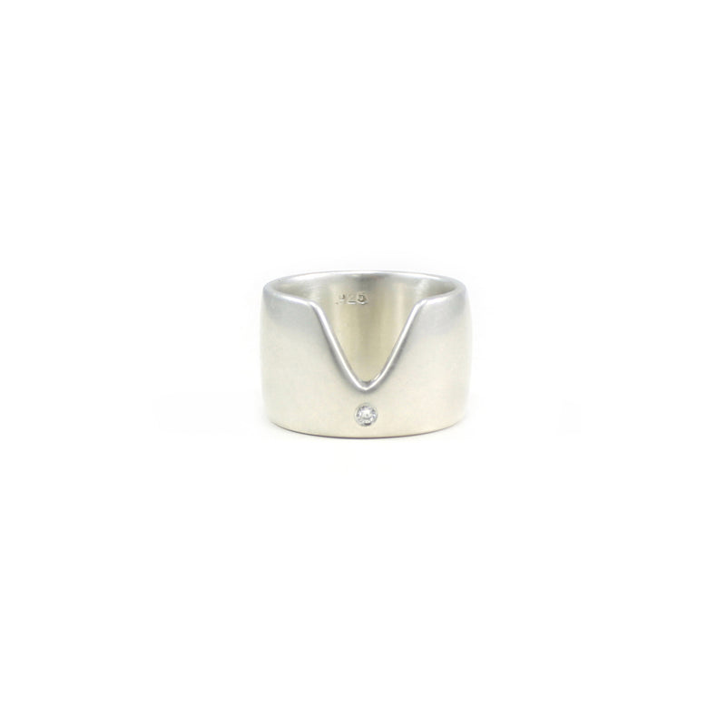 VERTEX band in recycled sterling silver with recycled white diamond from MGG Studio