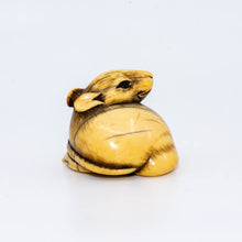 Load image into Gallery viewer, Netsuke – Rat holding a chestnut