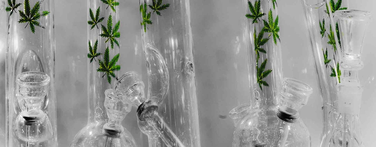 Bubbler vs Bong: How to choose the perfect option for you!