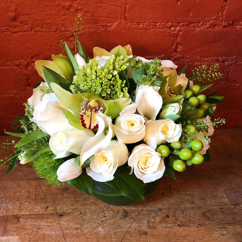 buy send flowers new york - best flower delivery nyc - condolences flowers NY - Midtpwn Manhattan florist - corporate flowers nyc - weekly flower delivery nyc - white roses - orchids myc