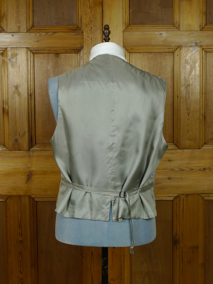 19/1112 immaculate dove grey virgin wool morning waistcoat 50 regular