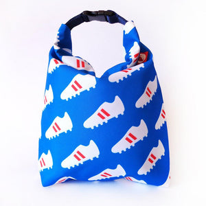 Kivibag blue lunchbag with white football shoe pattern - front view, closed