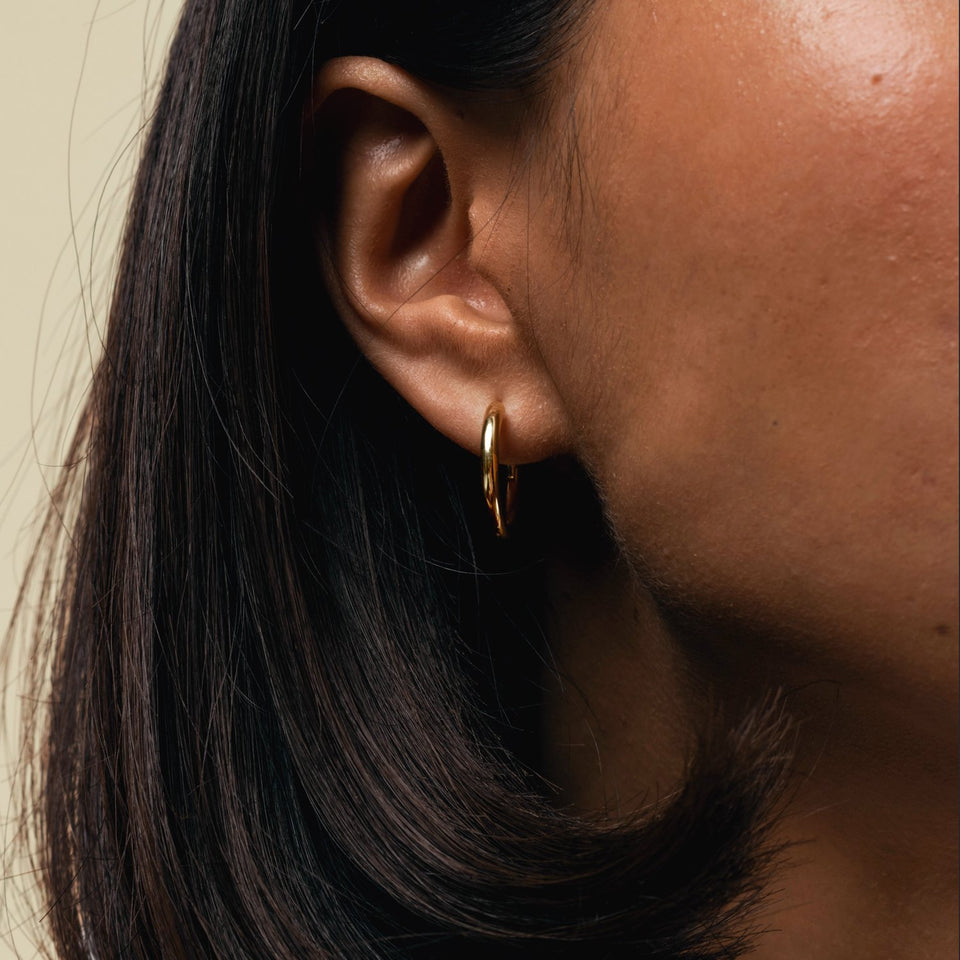 collections/pdp_Bold-Hoop-Earrings-worn_01.jpg