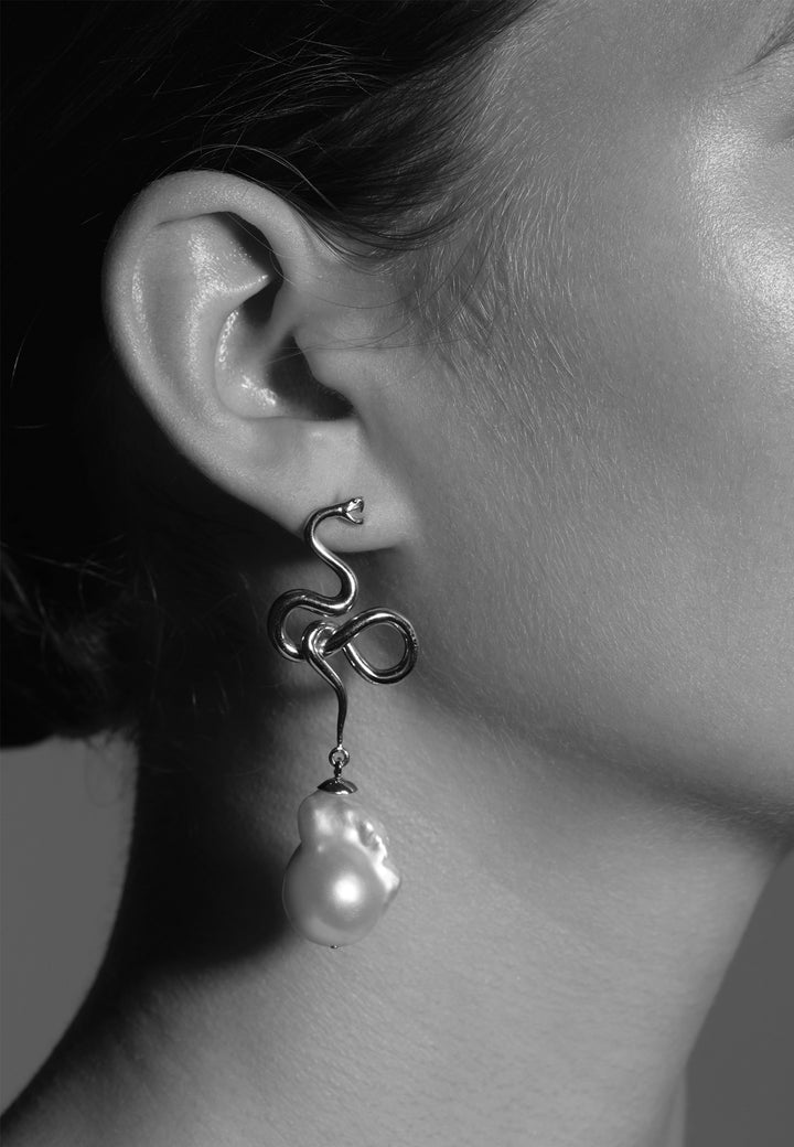 Medusa Pearl Drop Earrings - silver
