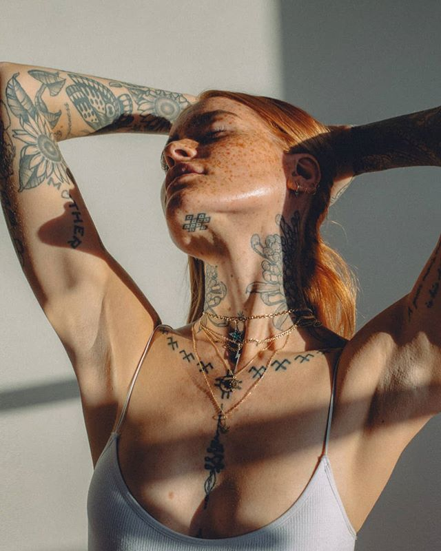tattoo model pollyellens