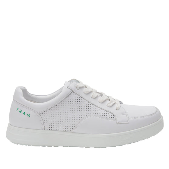 Baseq White smart shoes with Q-chip technology. BAS-M7100_S2