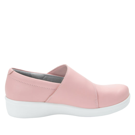 Qin Blush smart slip on shoes with Q-Chip technology. QIN-5650_S2