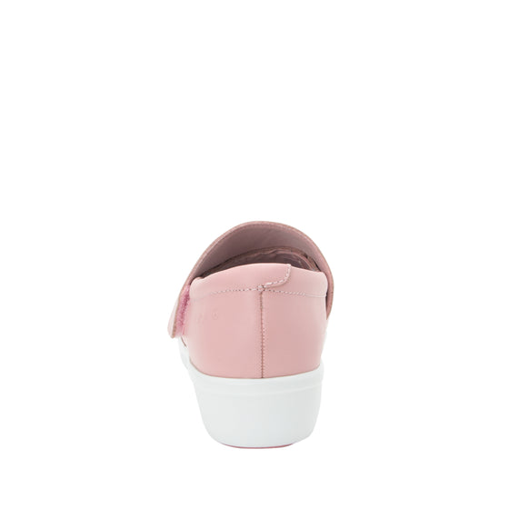 Qin Blush smart slip on shoes with Q-Chip technology. QIN-5650_S3