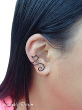 Load image into Gallery viewer, Black Swirl Wire Ear Cuff No Piercing Conch Cartilage Earrings