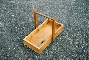 Tree tray with handle