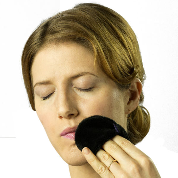 The Mitty® Mini Single-pack Ultra-Gentle Reusable Makeup Remover Pad in Black